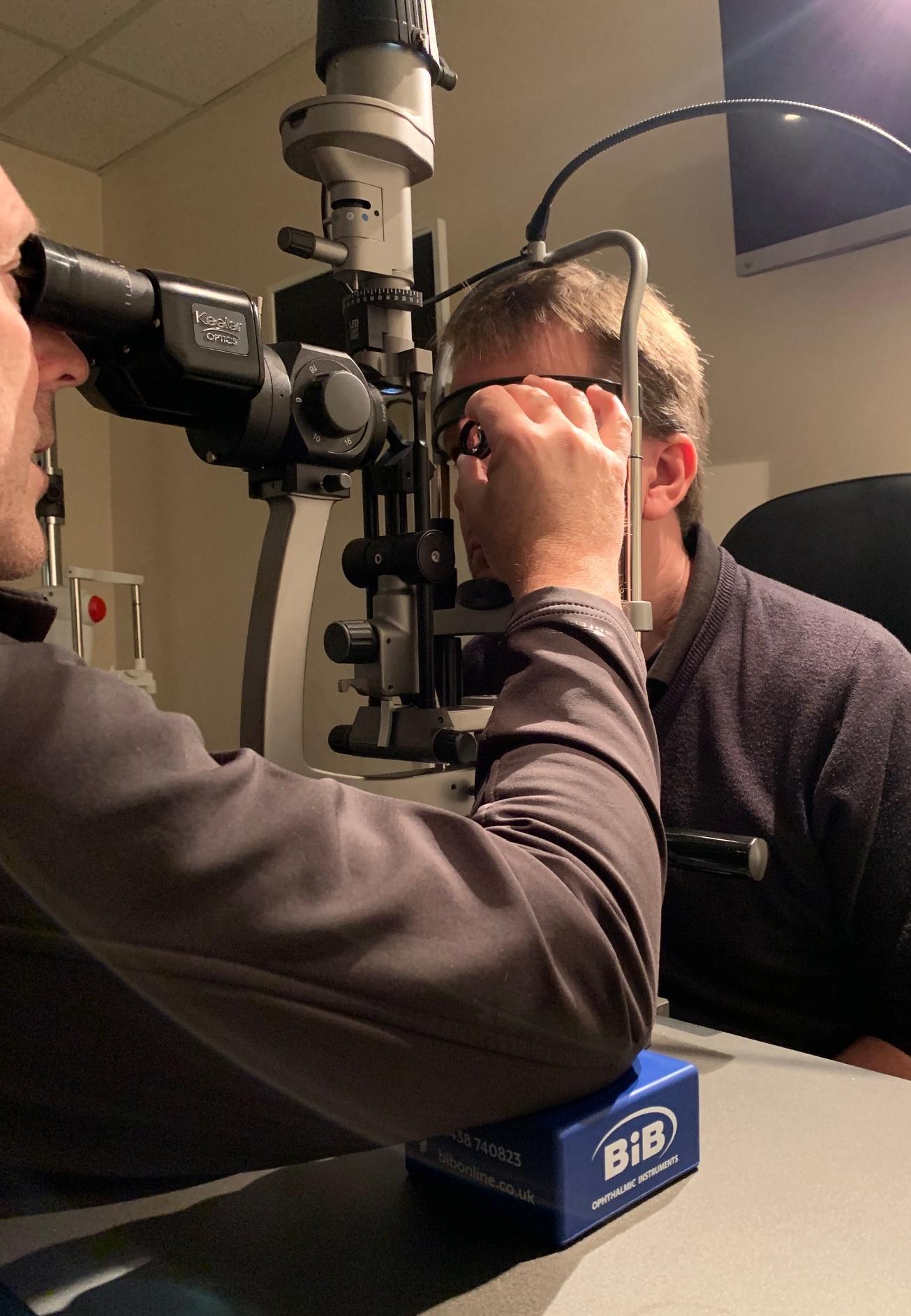 Elbow pad with Volk is use - BiB Ophthalmic Instruments | BiB